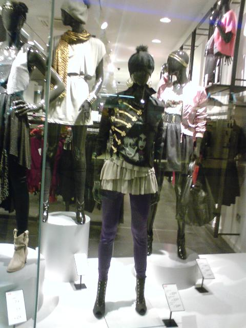 H&M AW09 window 2