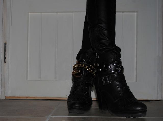 Schuh Boots Belts