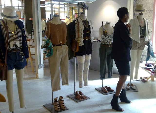 Urban Outfitters Stylists Mannequins Donna lo res