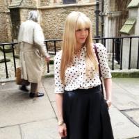 blogger street style london midi leather skirt heels heart print (3)