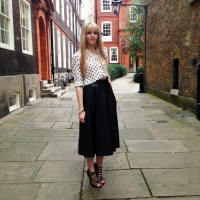blogger street style london midi leather skirt heels heart print (5)